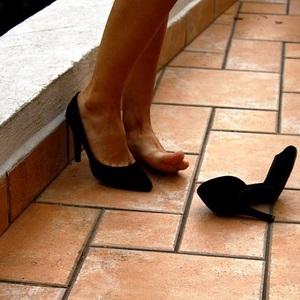 足の小指荷重で立つ